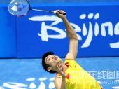 图文:羽毛球男单 林丹晋级四强 仰身接球