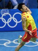 图文:羽毛球男单 林丹晋级四强 表情怪异
