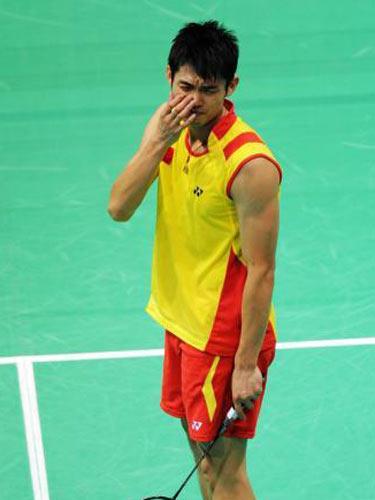 图文:羽毛球男单林丹晋级四强  休息一下