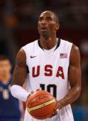 图文:男篮小组赛美国胜希腊 科比在比赛中罚球