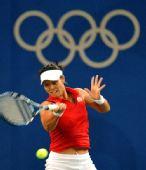 图文:网球女单四分之一决赛 李娜大力正手回球