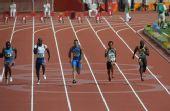 图文:男子100米预赛 齐头并进
