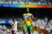 图文:男子100米预赛 鲍威尔冲线后