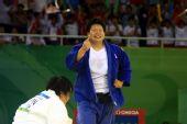 图文:佟文女子78公斤以上级夺金 庆祝胜利
