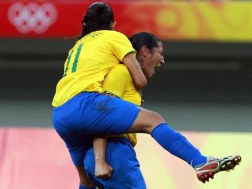 图文:女足1/4决赛巴西2-0领先挪威 庆祝胜利