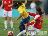 图文:女足1/4决赛巴西2-0领先挪威 拼命防守