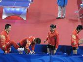 图文:女团半决中国VS中国香港 女团做准备活动