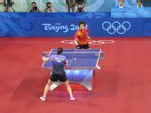 图文:女团半决中国VS中国香港 张怡宁回球