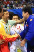 图文:佟文78公斤以上级夺金 崔大林祝贺