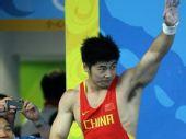 图文:男子举重85公斤级陆永夺冠  挥手致意