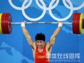 图文:男子举重85公斤级陆永夺冠  顺利举起