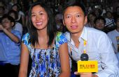 图文:中国女排VS美国 郎平女儿笑对北京播报