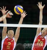图文:女排预赛A组中国迎战美国 双拦网出场
