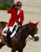 图文:奥运马术场地障碍赛 中国骑手李振强致意