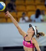 图文:沙滩排球女子16强复赛 德国队奥卡扣球