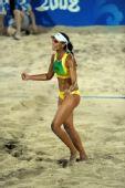 图文:沙滩排球女子16强复赛 巴西队安娜庆祝