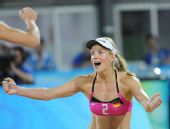 图文:沙滩排球女子16强复赛 德国队珀尔庆祝