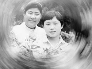 小曹磊和母亲的合影