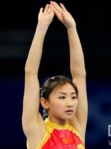 图文:奥运会蹦床女子个人赛 准备姿态