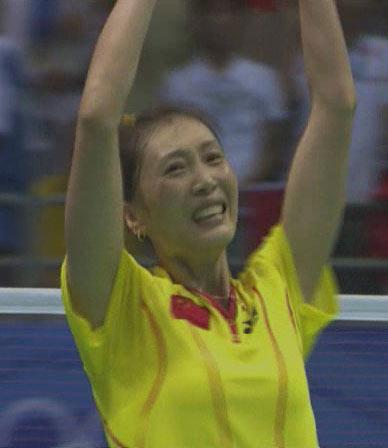 图文:[夺金时刻]张宁羽毛球女子单打夺冠