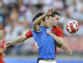 图文:意大利VS比利时 双方球员在拼抢
