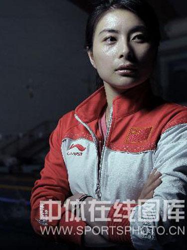 明星相册:中国跳水队队员郭晶晶 凝视远方