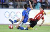 图文:意大利2-3比利时队 奇加里尼拼抢