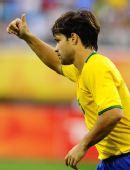 图文:1/4决赛巴西VS喀麦隆 迭戈庆祝本队进球