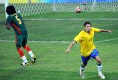 图文:1/4决赛巴西VS喀麦隆 索比斯贡献进球