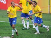 图文:1/4决赛巴西VS喀麦隆 巴西人挥洒激情