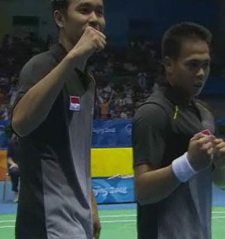 图文:[夺金时刻]印尼组合羽毛球男双夺冠