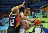 图文:中国男篮晋级八强