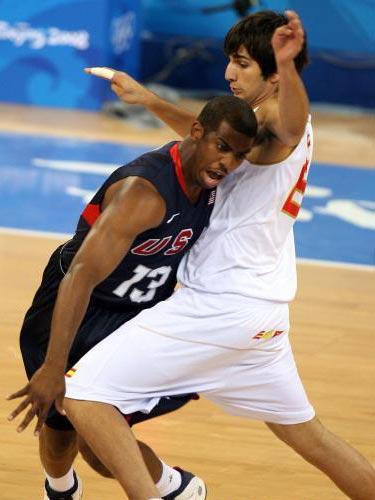 图文:男篮预赛美国半场领先西班牙 你攻我防