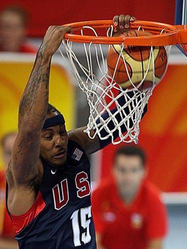 图文:男篮预赛美国半场领先西班牙 漂亮上篮