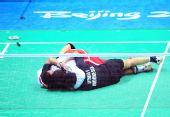 图文:男子羽球双打印尼夺冠 双双倒地不起来