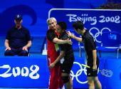 图文:男子羽球双打印尼夺冠 基多在庆祝胜利
