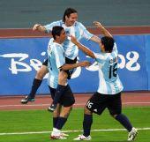 图文:阿根廷2-1荷兰进四强 梅西庆祝进球