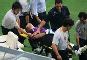 图文:阿根廷足球晋级四强 阿根廷门将受伤下场