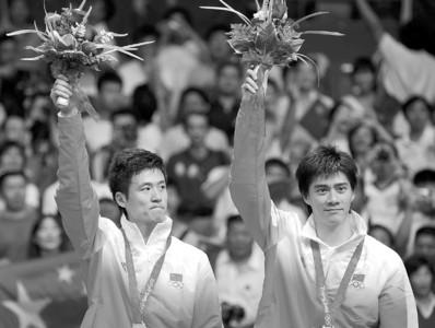 Osports图片 蔡赟(左)与付海峰摘得奥运会羽毛球男双银牌