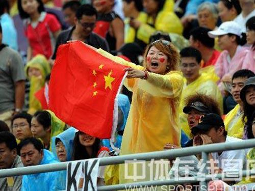 图文:女垒赛中国队1:2负中华台北队 球迷欢呼