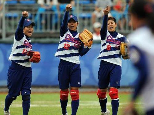 图文:女垒赛中国队1:2负中华台北队 胜利姿势