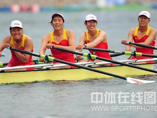 图文:赛艇女子四人双桨中国队夺金 绽放笑容