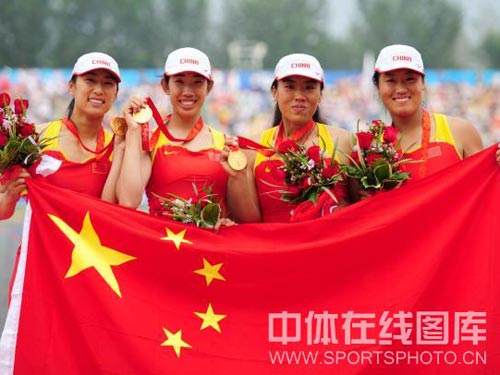 图文:赛艇女子四人双桨中国队夺金