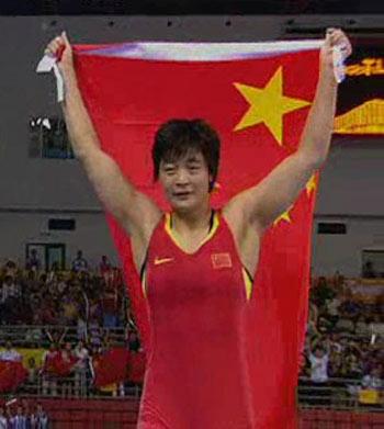 图文:[夺金时刻]王娇女子自由式72公斤级夺冠