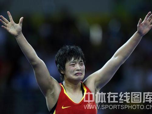 图文:自由式摔跤72公斤级王娇夺冠 轻松得冠