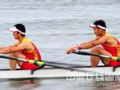 图文:赛艇轻量级双人双桨英国夺金 奋力追赶
