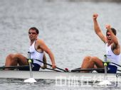 图文:赛艇轻量级双人双桨英国夺金 握拳庆祝