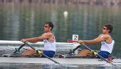 图文:英国队夺男子轻量级双人双桨冠军 划水
