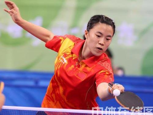 图文:乒乓球女团赛中国对战新加坡 王楠迎战