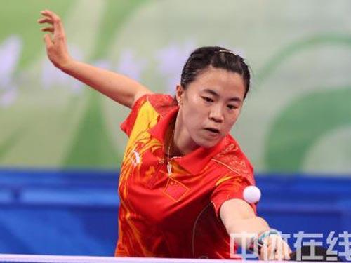 图文:乒乓球女团赛中国对战新加坡 表情谨慎